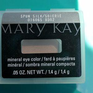 Spun silk mineral eye shadow